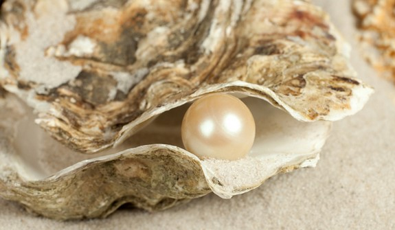 How Are Pearls Formed Naturally Vs In A Cultured Environment?