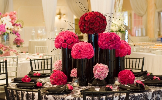 Innovative Ways To Decorate Your Wedding Venue With Flowers