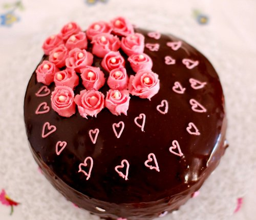 Chocolate-cake-with-icing