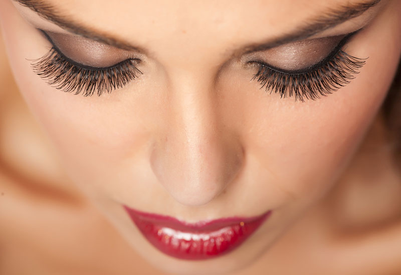 Expert Tips And Tricks On How To Get Longer Eyelashes