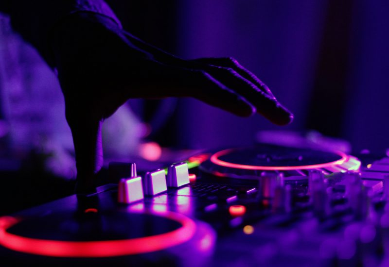Great Tips To Consider Before Choosing A Wedding DJ Kent!