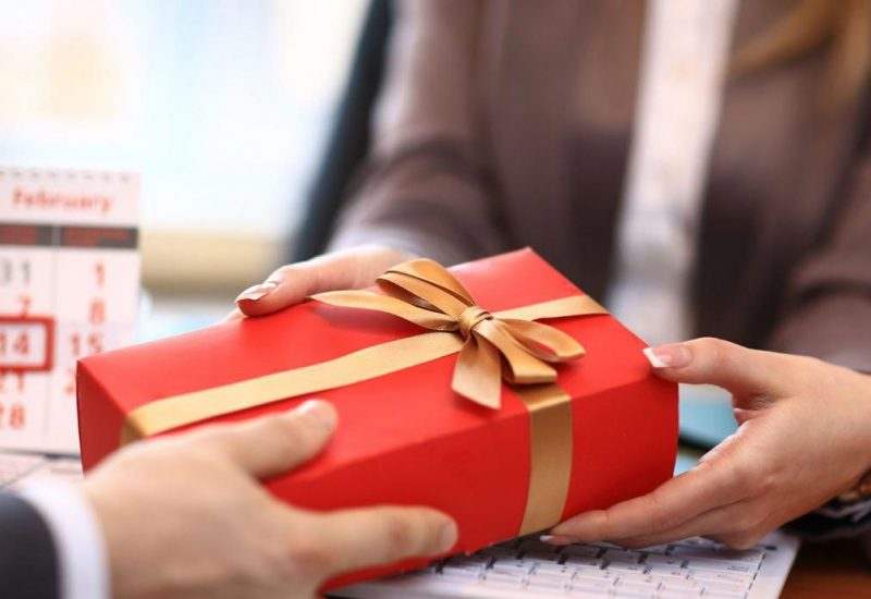 Motivate Your Employees With Best Corporate Gifts