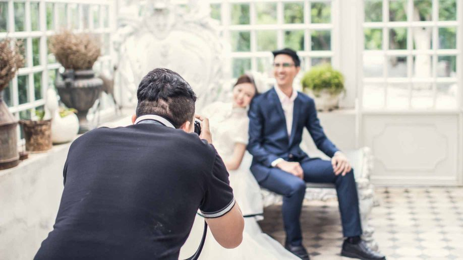 Things You Should Check When Hiring A Pro For Wedding Photography